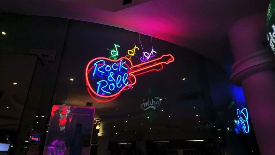Thi công đèn neon trên kính tại Đà Nẵng liên hệ 0938569427