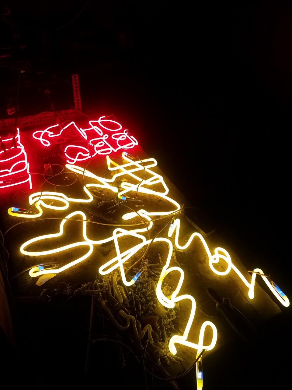 Thi công uốn đèn neon tại Đà Nẵng liên hệ 0938569427