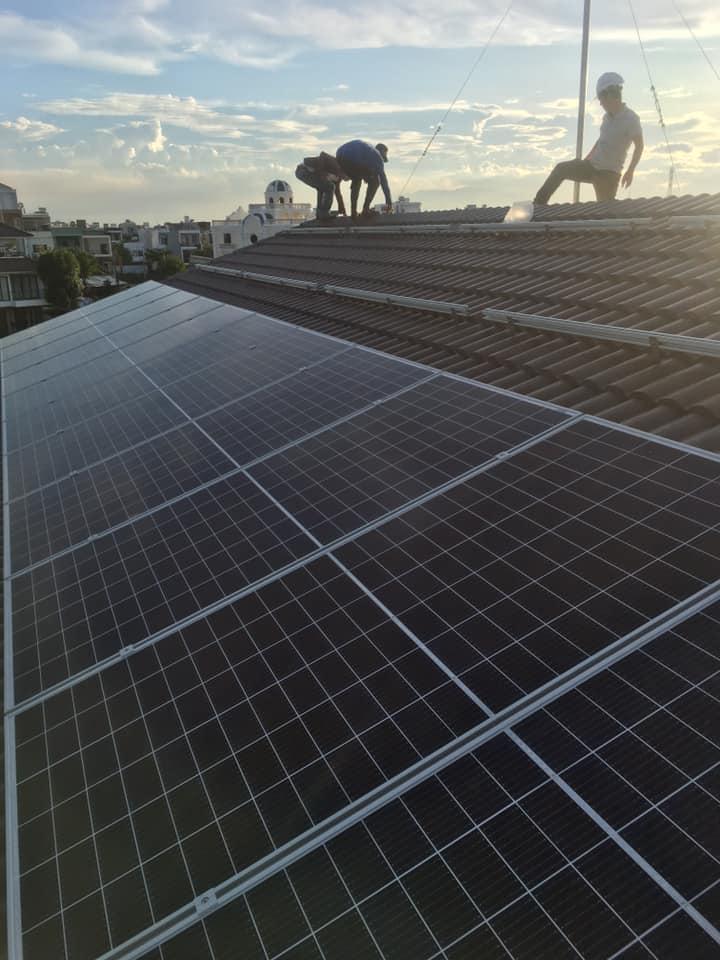 Đội lắp pin năng lượng mặt trời chuyên nghiệp ở Đà Nẵng