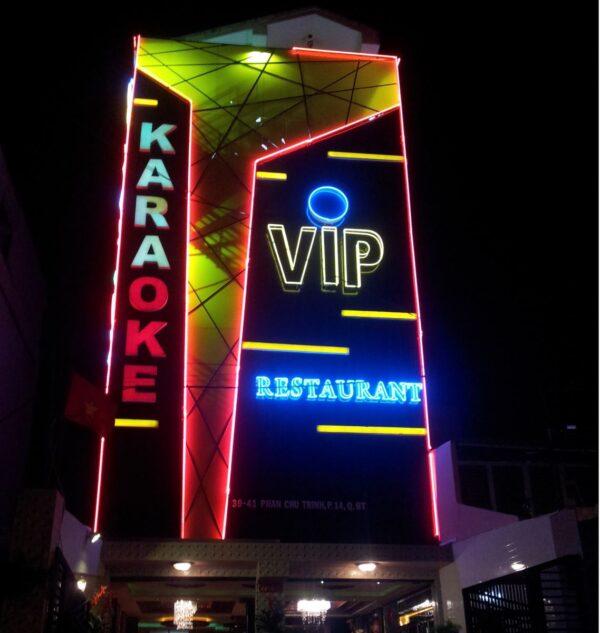 thi công bảng hiệu quán karaoke đẹp tại Đà Nẵng LH: 0974480518